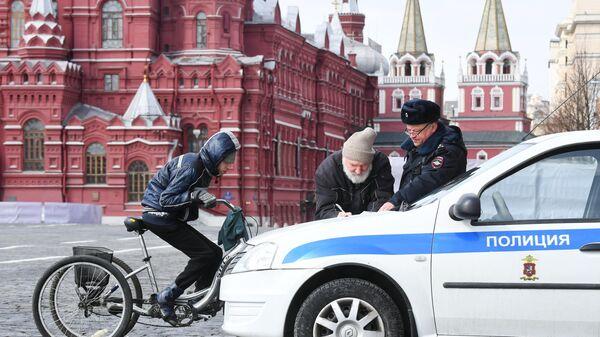 Проверка сотрудниками правоохранительных органов соблюдения режима самоизоляции в Москве