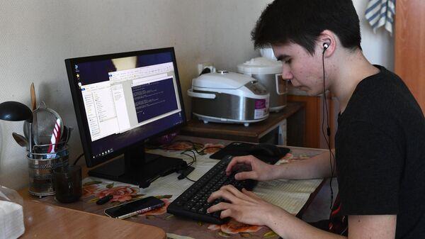 Студент Новосибирского государственного технического университета на дистанционном обучении