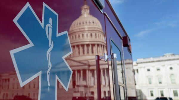 Резервная машина скорой помощи рядом с Капитолием США