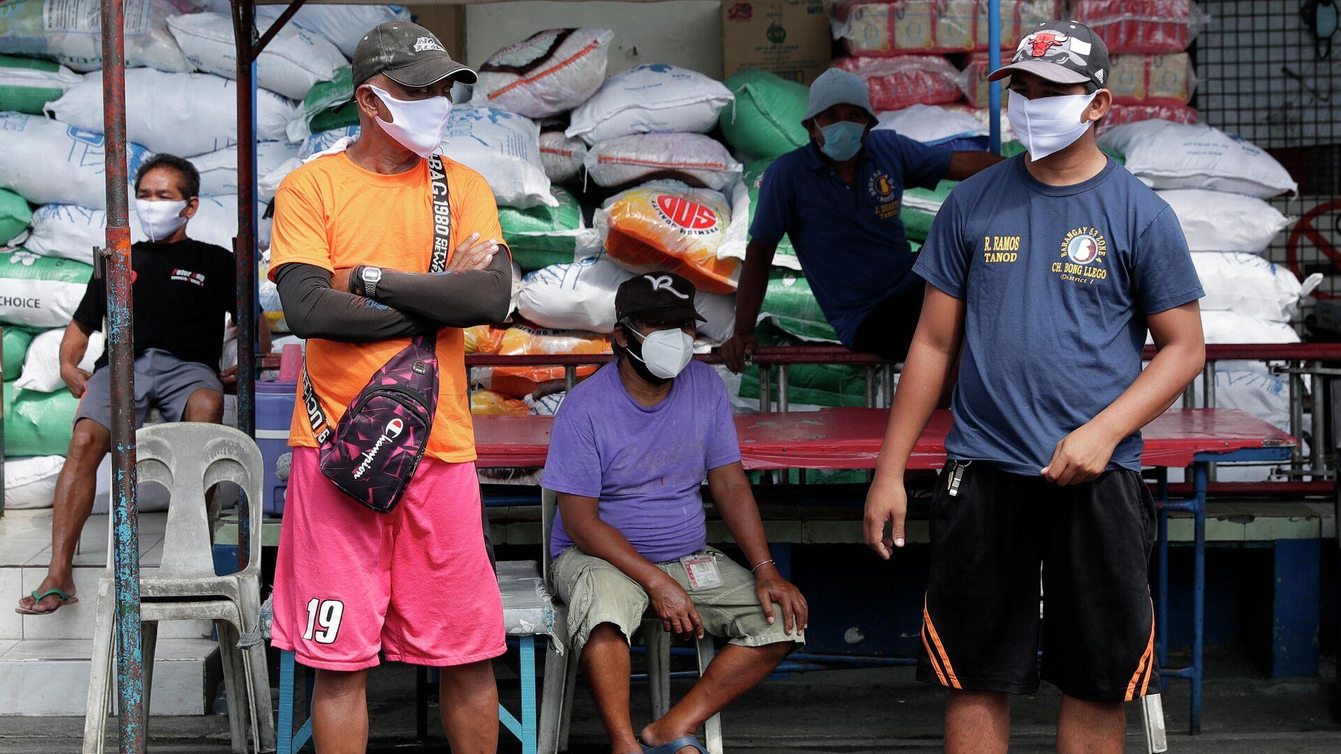 Местные жители в защитных масках на улице Манилы, Филиппины - РИА Новости, 1920, 01.01.2021