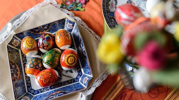 Окрашивание яиц к Пасхе