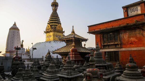 Вид на храм Сваямбунатх в Катманду, Непал