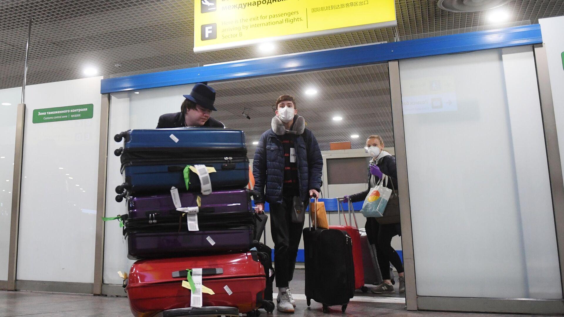 Пассажиры рейса Нью-Йорк - Москва в аэропорту Шереметьево - РИА Новости, 1920, 17.01.2021