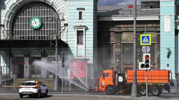 Дезинфекция проезжей части в районе Белорусского вокзала