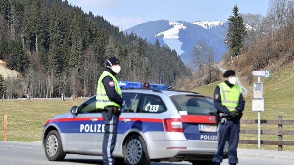 Австрийские полицейские в провинции Зальцбург
