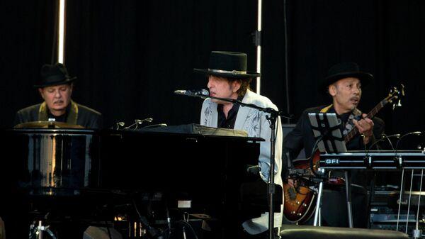 Американский певец Боб Дилан во время выступления на фестивале British Summer Time festival в Лондоне