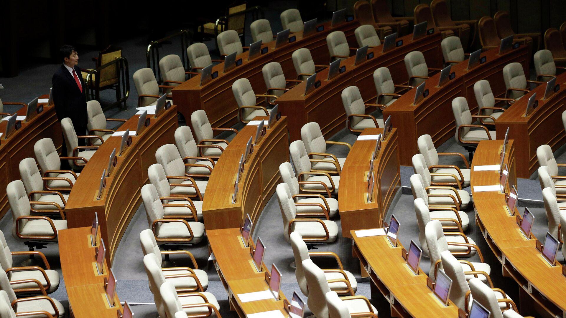 Кресла в здании Национального собрания в Сеуле - РИА Новости, 1920, 06.01.2021