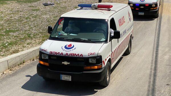 Машины скорой помощи, мобилизованных в рамках программы оказания помощи минздраву Ливана для борьбы с коронавирусом, бригад гражданской обороны Хезболлы в южном Ливане