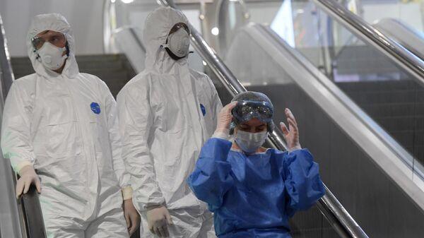 Медицинские работники в Международном аэропорту Шереметьево
