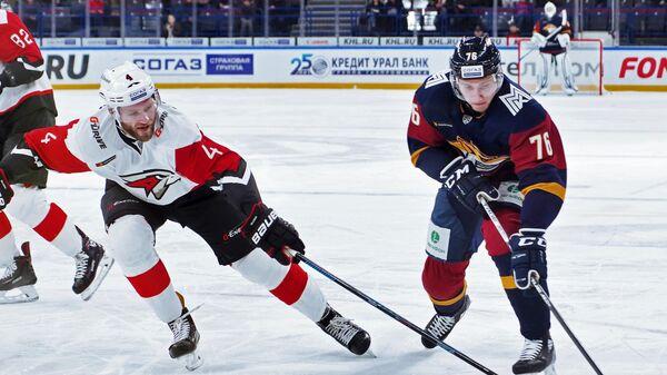 Андрей Чибисов (справа)
