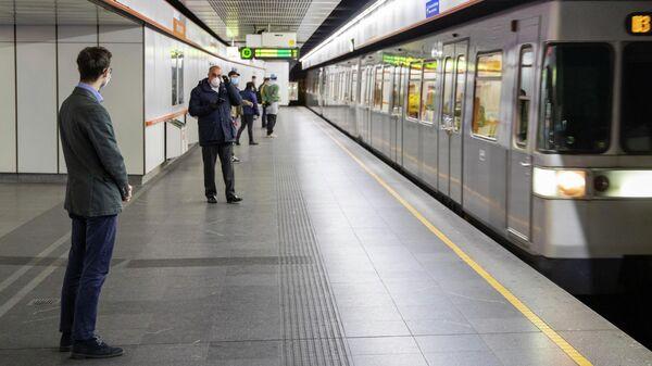 Пассажиры метро в Вене