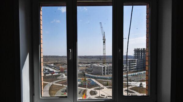 Вид из окна новой квартиры на строительстве жилого комплекса
