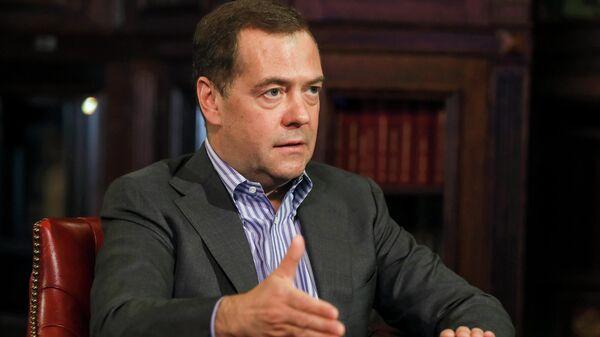 Источник: Медведев проведет онлайн-прием граждан по защите трудовых прав