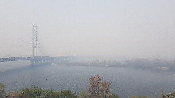 Дым в Киеве. 17 апреля 2020