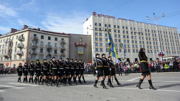 Военнослужащие на военном параде в Мурманске, посвященном 73-й годовщине Победы в Великой Отечественной войне