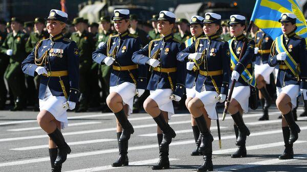 Парадные расчеты военнослужащих на военном параде в Санкт-Петербурге