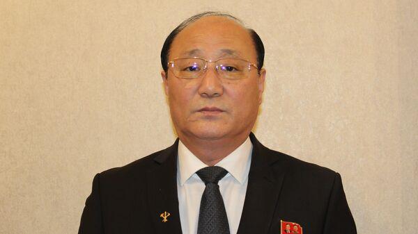 Посол КНДР в Москве Син Хон Чхоль