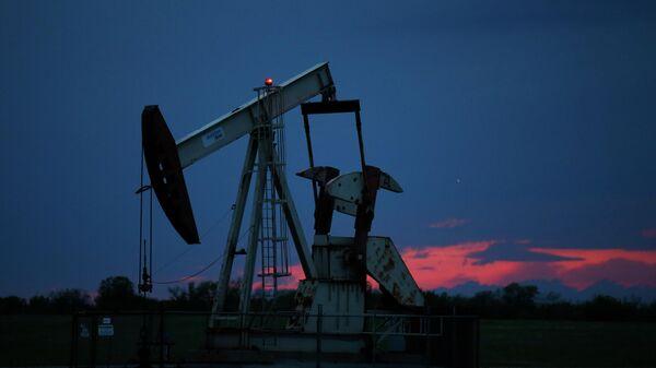 Цена на нефть марки WTI упала до 15,04 доллара за баррель