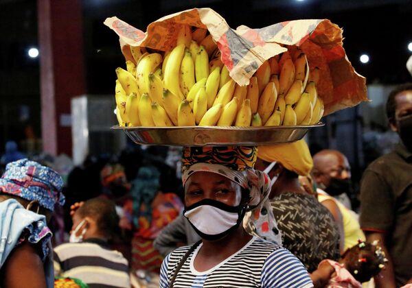Уличный торговец в Абиджане, Кот-Д'Ивуар