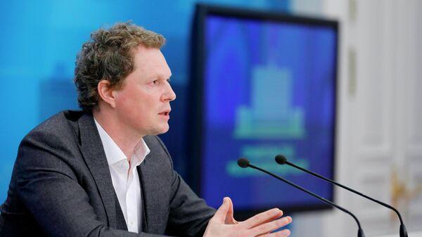 Руководитель Федеральной налоговой службы РФ Даниил Егоров во время брифинга