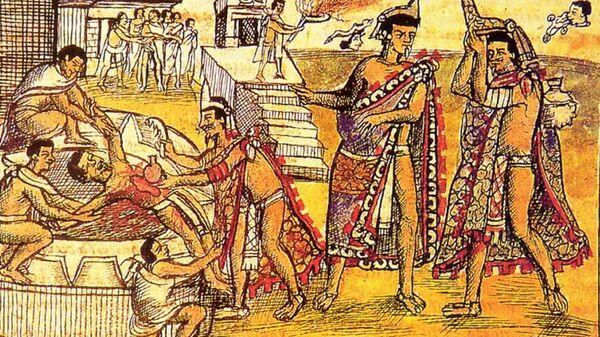 Жрецы вырывают сердце во время жертвоприношения