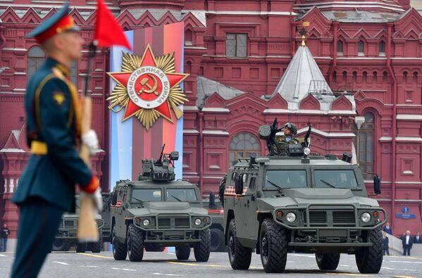Бронеавтомобили Тигр-М на военном параде, посвящённом 74-й годовщине Победы в Великой Отечественной войне