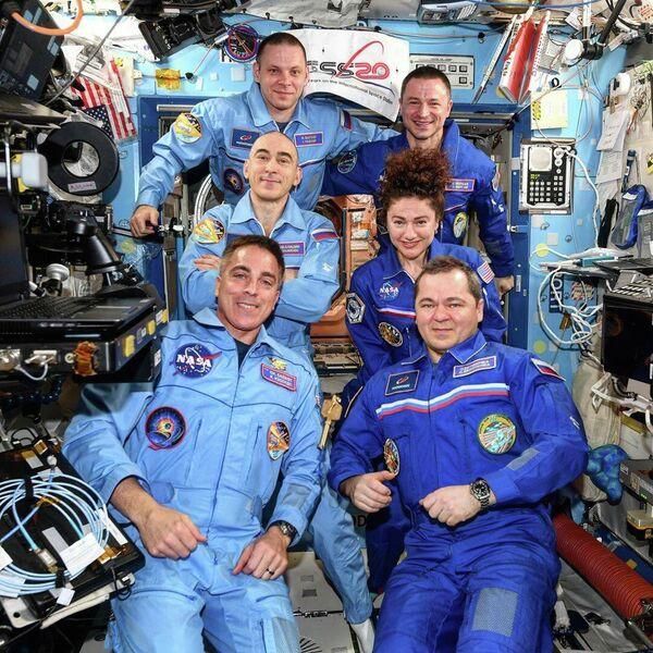 Пересменка на борту Международной космической станции