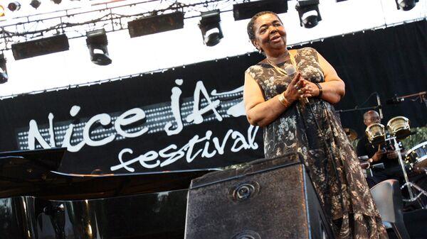 Певица из Кабо-Верде Сезария Эвора на джазовом фестивале в Ницце