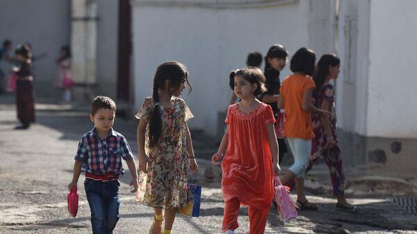 Дети на улице Душанбе