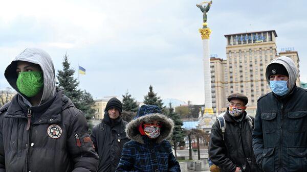 Очередь за бесплатной едой в Киеве, 1 апреля 2020