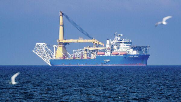 Российское краново-монтажное трубоукладочное судно (КМТУС) Академик Черский в акватории Калининграда
