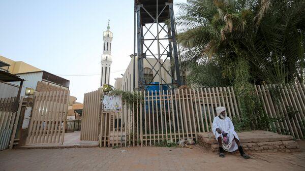 Закрытая из-за пандемии коронавируса COVID-19 мечеть в столице Судана городе Хартум