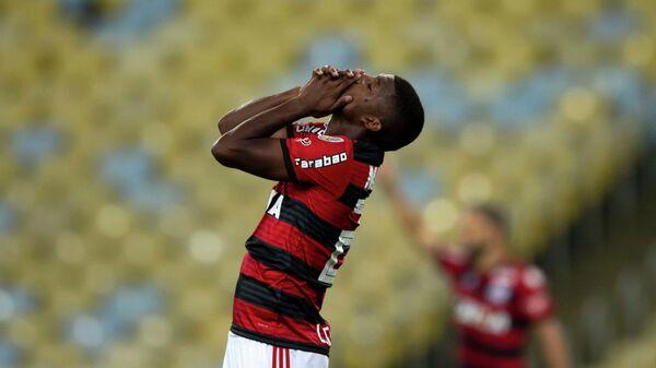 Нападающий бразильского футбольного клуба Фламенго Линкольн