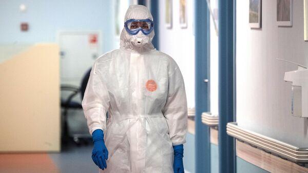 Медицинский сотрудник национального медицинского центра эндокринологии Минздрава России в Москве