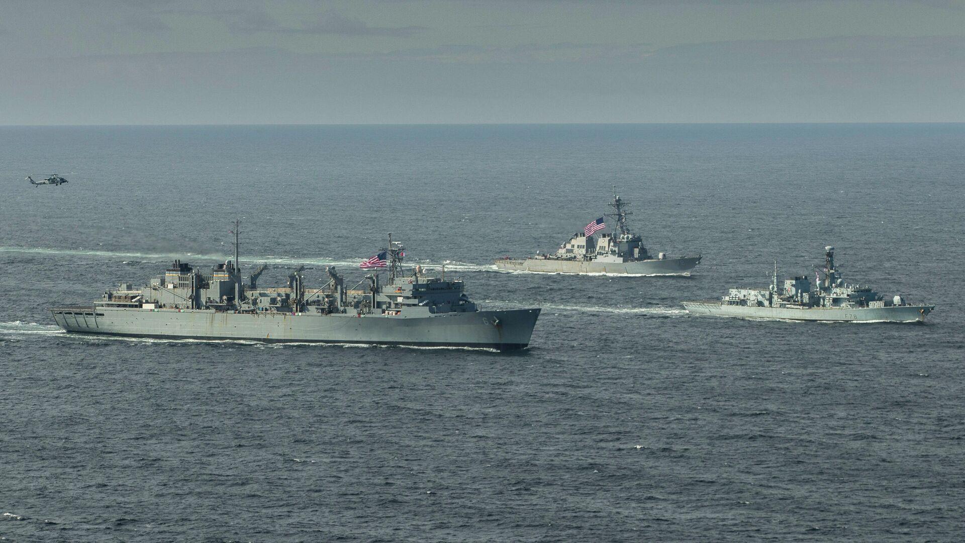 Эсминец ВМС США Портер, корабль поддержки USNS Supply и британский фрегат Кент во время учений в Баренцевом море. 5 мая 2020  - РИА Новости, 1920, 16.09.2020