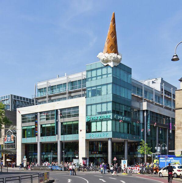 Мороженое на крыше торгового центра Neumarkt Galerie в Кельне, Германия