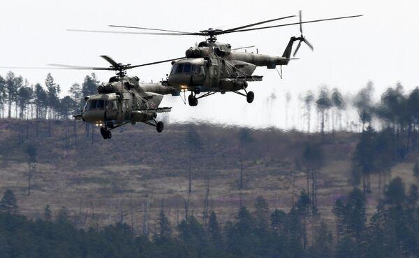 Многоцелевые вертолеты Ми-8 на воздушном параде Победы в Чите