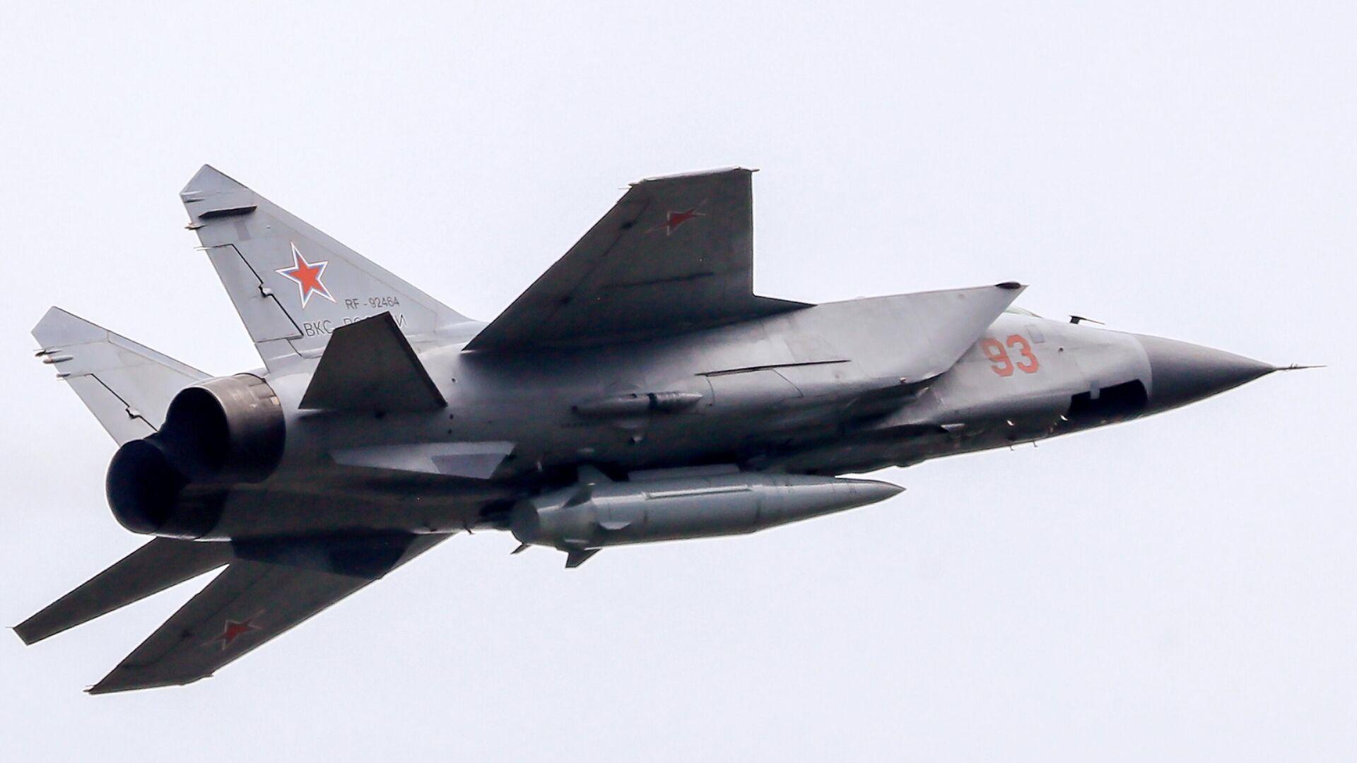 Истребитель-перехватчик МиГ-31К с гиперзвуковой ракетой Кинжал - РИА Новости, 1920, 25.06.2021
