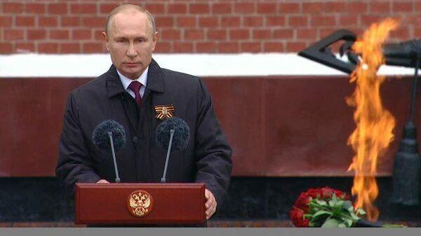 Мы непобедимы, когда мы вместе: Путин поздравил россиян с Днем Победы