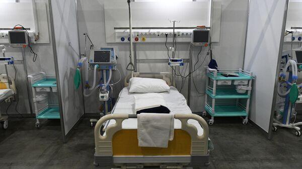 Палата во временном госпитале для пациентов с COVID-19 в Международном выставочном центре Крокус Экспо в Красногорске