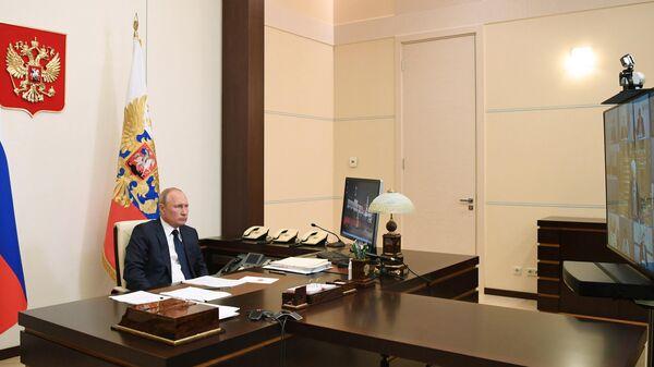 Президент РФ Владимир Путин проводит в режиме видеоконференции совещание о санитарно-эпидемиологической обстановке в связи с распространением коронавируса и новых мерах по поддержке граждан и экономики страны. 11 мая 2020
