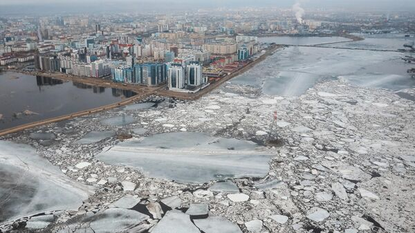 Река Лена во время весеннего ледохода в районе Якутска