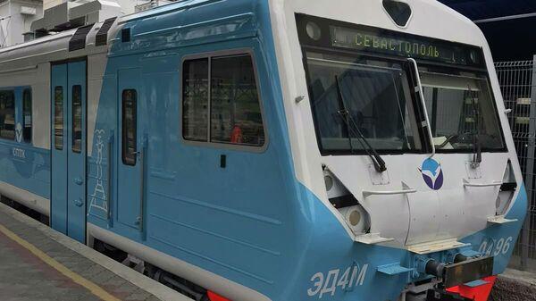 Локомотив Южной пригородной пассажирской компании, осуществляющей перевозку пассажиров на территории Республики Крым