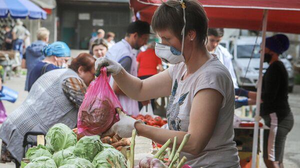 Продажа овощей на ярмарке выходного дня Покупай ставропольское в Кисловодске