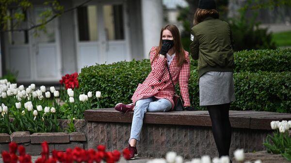 Девушки на Кутузовском проспекте в Москве