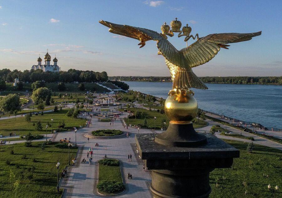Парк на Стрелке в историческом центре Ярославля