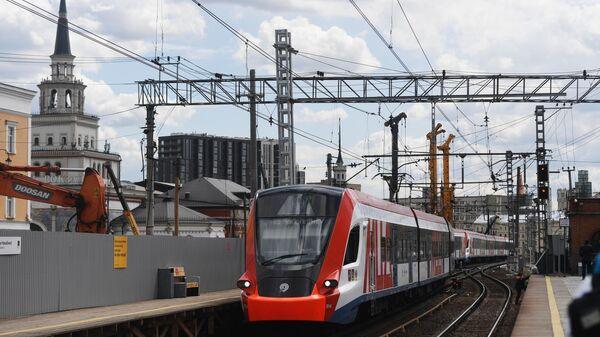 Электричка прибывает на станцию Каланчевская Московского центрального диаметра
