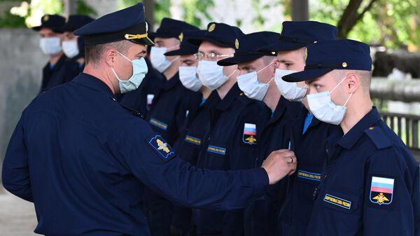 Призывники на сборном пункте военного комиссариата в Ростовской области
