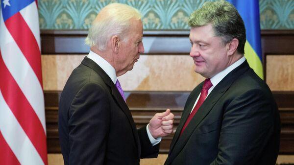 Вице-президент США Джо Байден и президент Украины Петр Порошенко во время встречи в Киеве. 2014 год