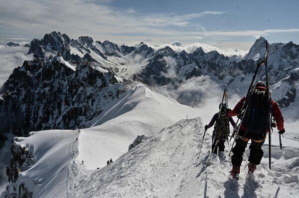 Возобновление работы горнолыжного курорта в горах Монблан во Франции